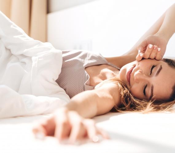 femeie tanara, somn odihnitor, somn esential
